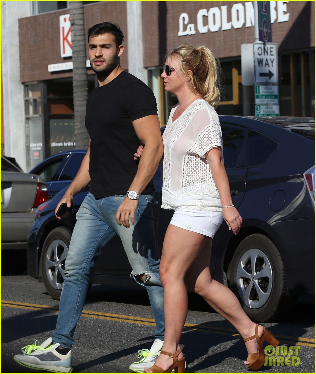 britney spears sam asghari hold hands in weho 24