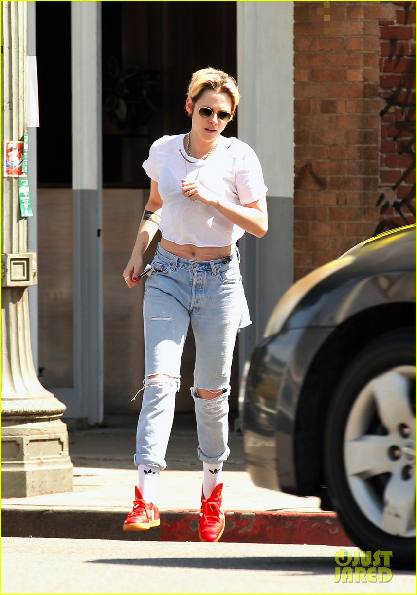 kristen stewart dons double denim for flight out of lax 01