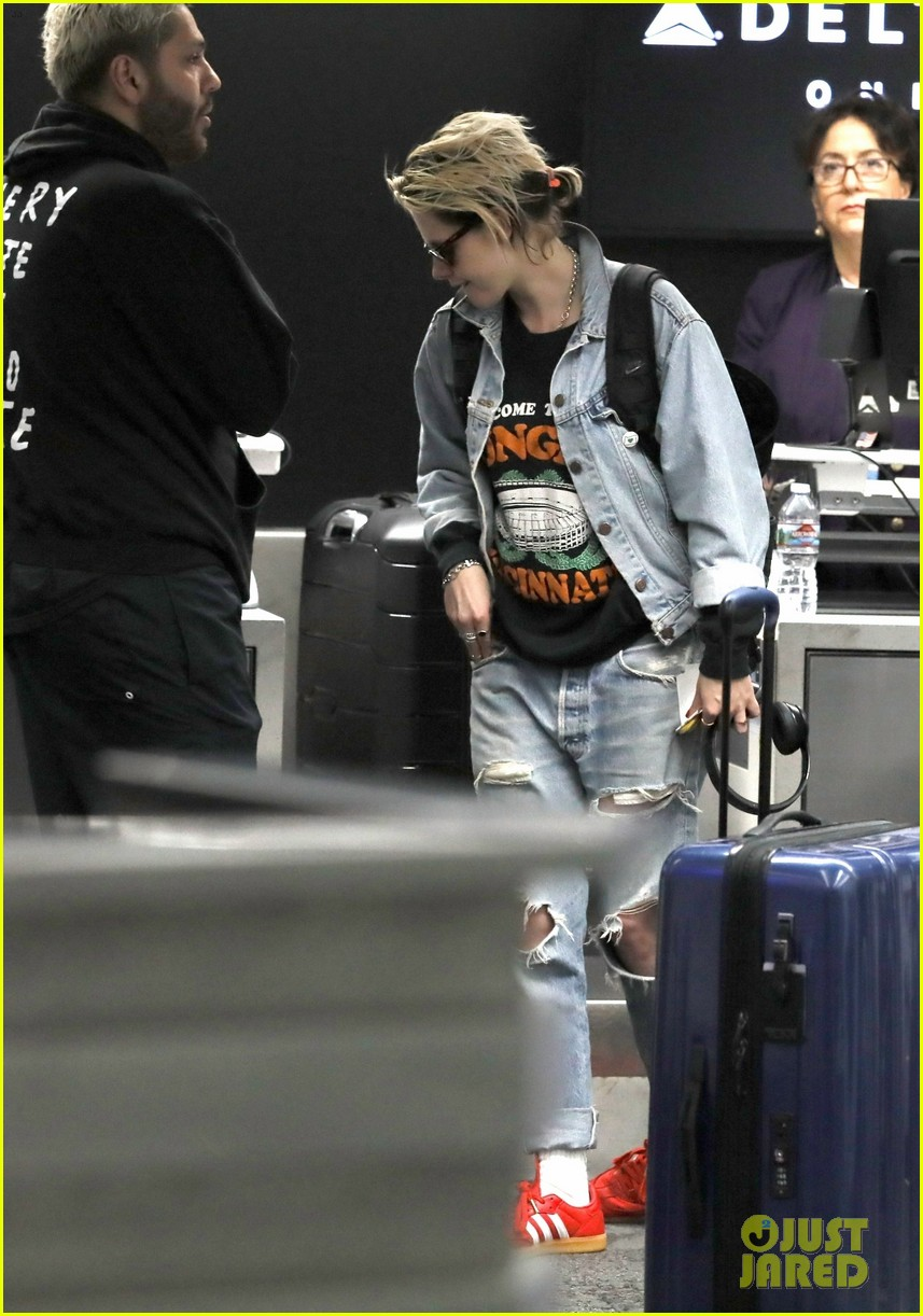 kristen stewart dons double denim for flight out of lax 02