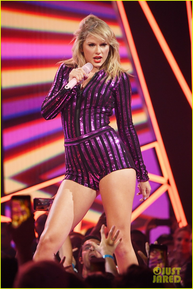 taylor swift amazon prime day concert 054320380