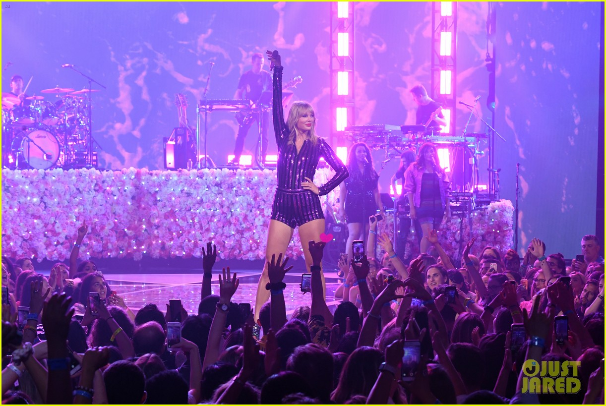 taylor swift amazon prime day concert 224320397