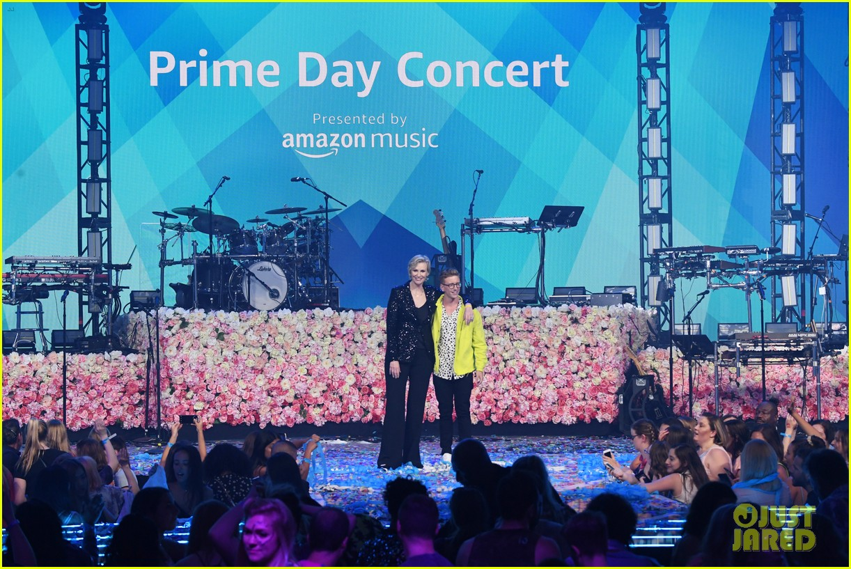 taylor swift amazon prime day concert 254320400