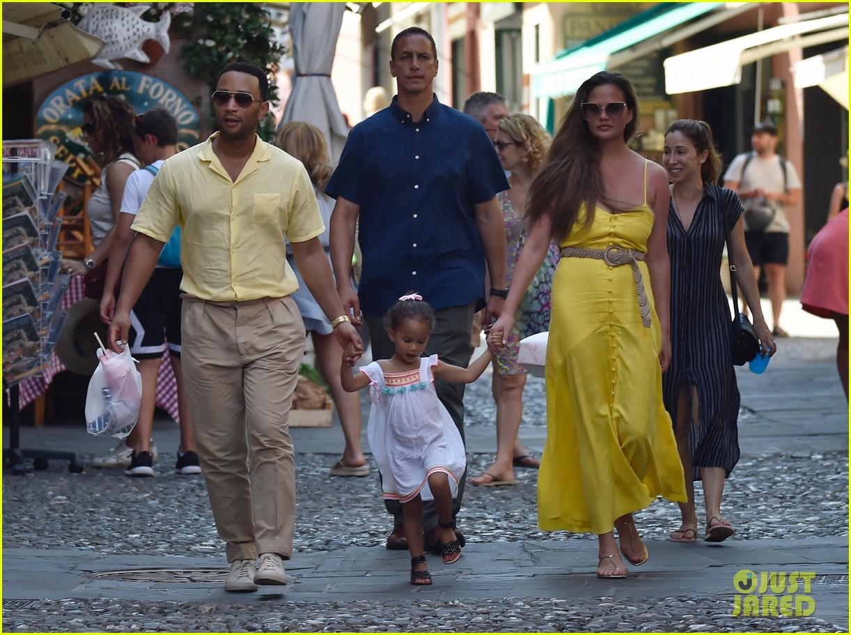 chrissy teigen john legend italy with luna 124317674