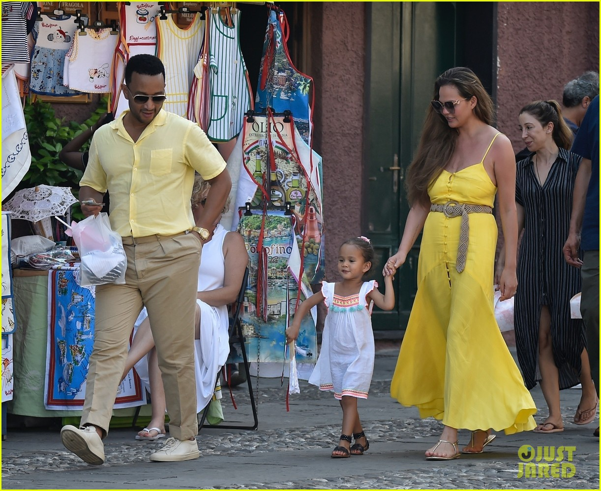 chrissy teigen john legend italy with luna 224317684
