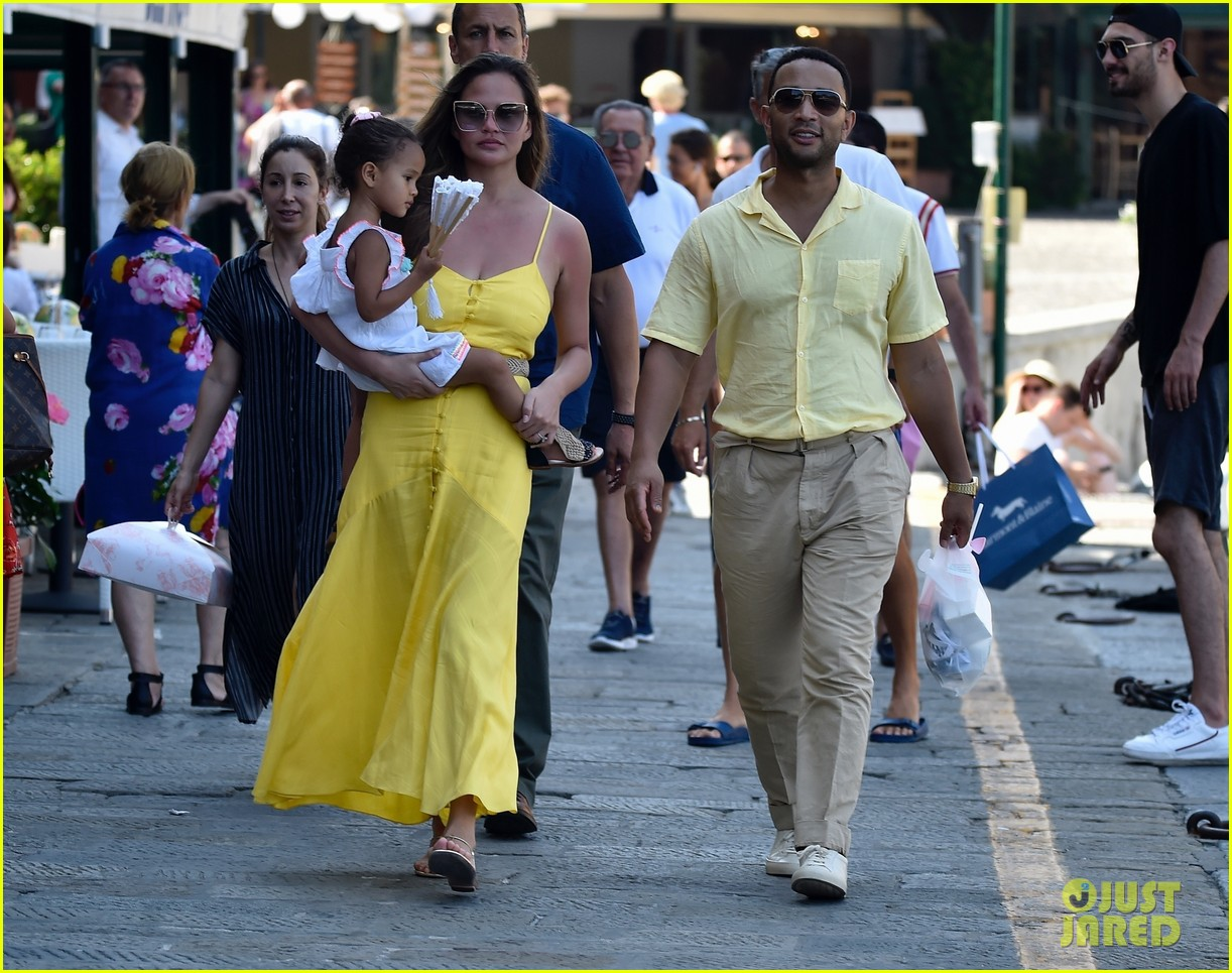 chrissy teigen john legend italy with luna 324317694
