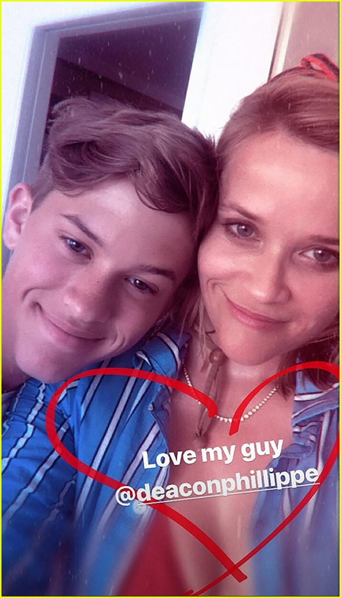 reese witherspoon jumps off boat with son deacon on fourth of july 044318586