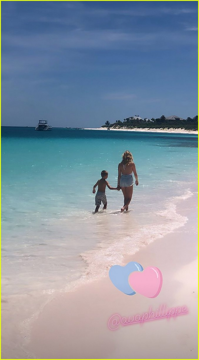reese witherspoon jumps off boat with son deacon on fourth of july 054318587