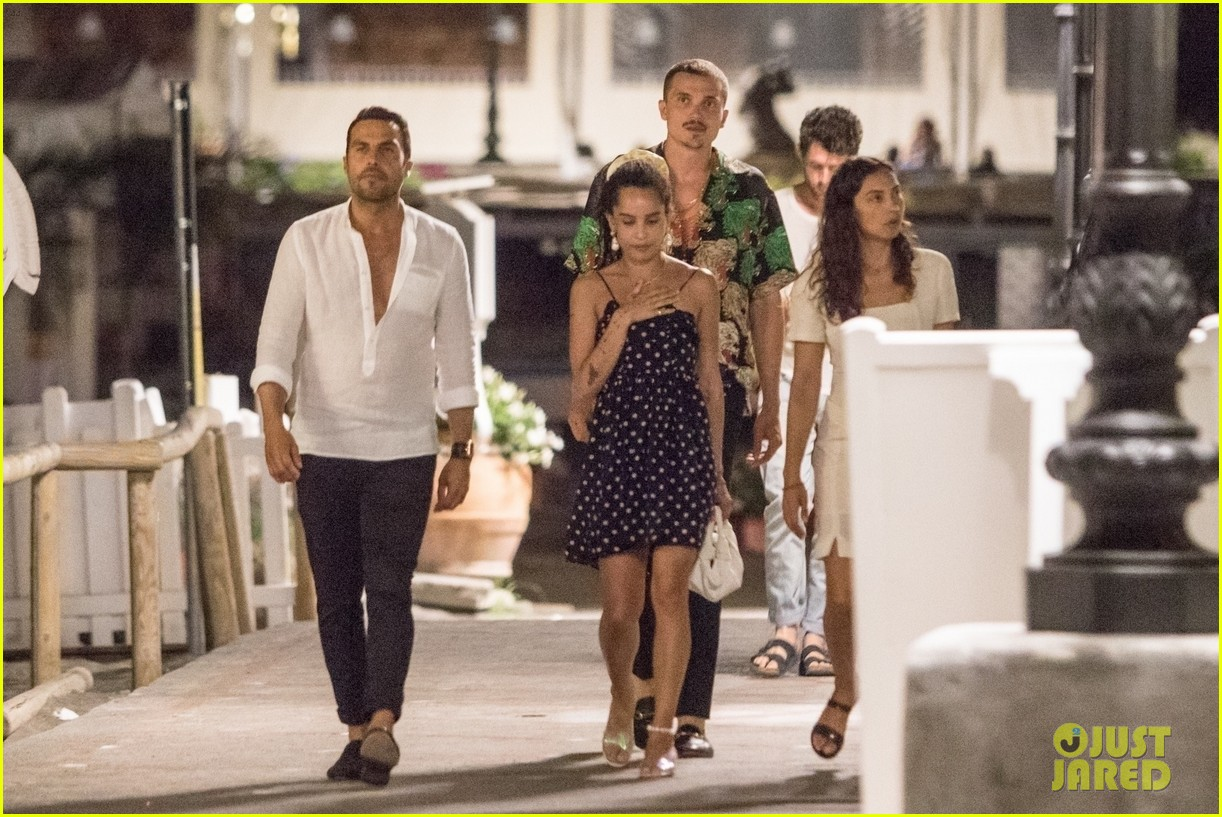 newlyweds zoe kravitz karl glusman dinner in italy 01