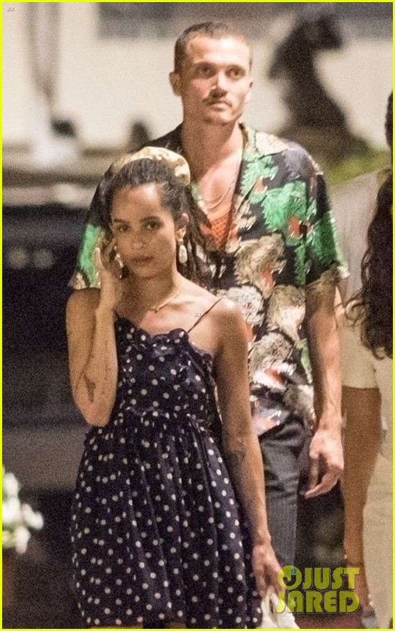 newlyweds zoe kravitz karl glusman dinner in italy 02