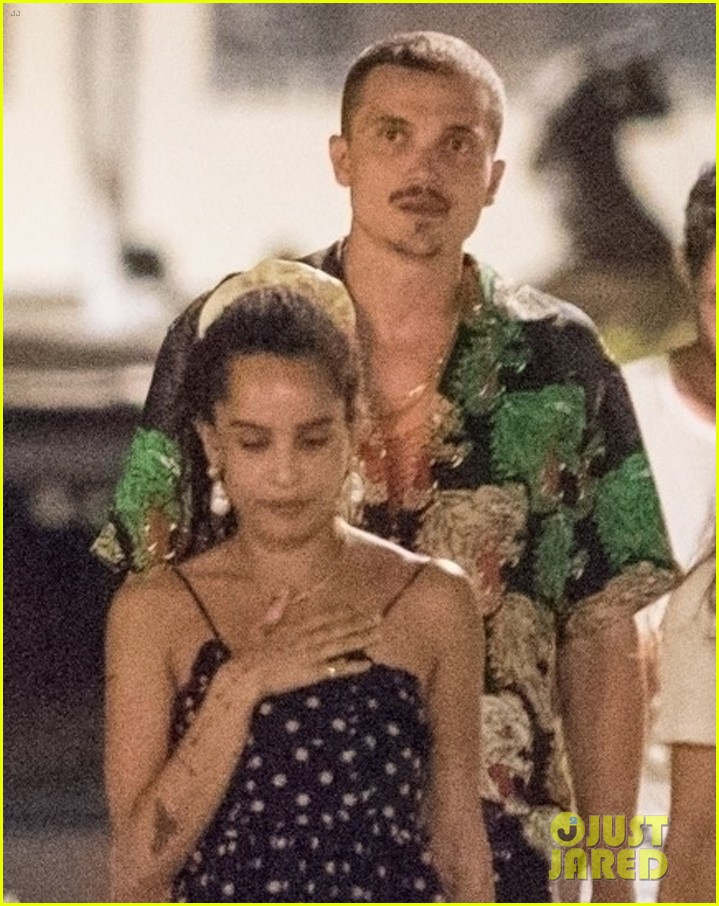 newlyweds zoe kravitz karl glusman dinner in italy 04