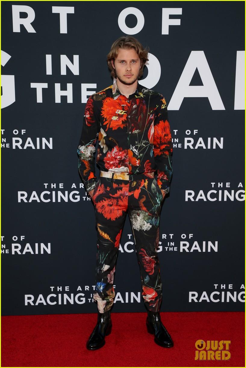 amanda seyfried milo ventimiglia art of racing in the rain premiere 324329874