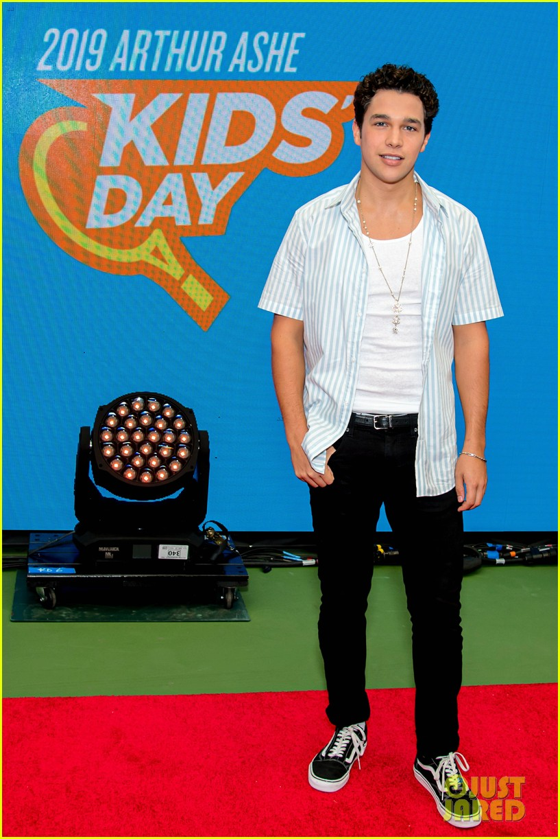 meg donnelly austin mahone hit the stage for arthur ashe kids day 014339870