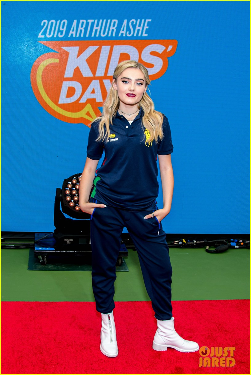 meg donnelly austin mahone hit the stage for arthur ashe kids day 034339872