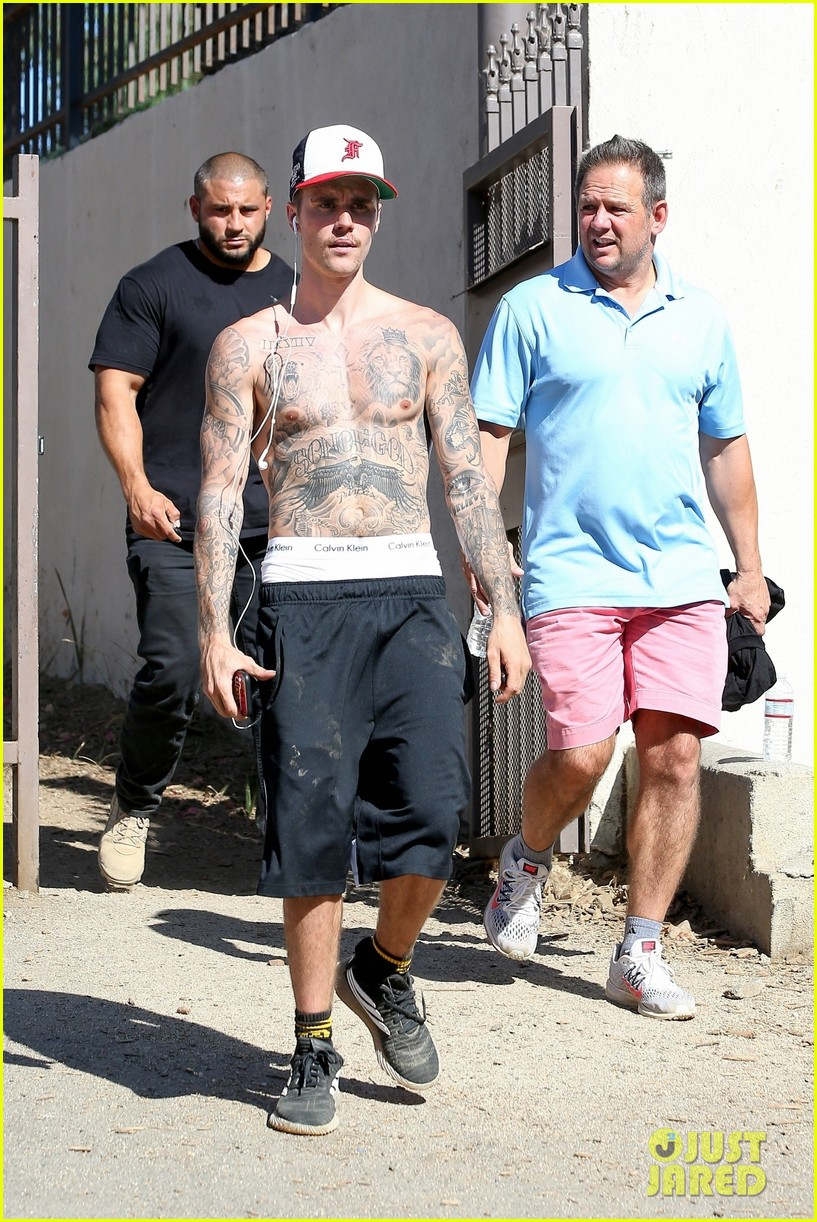 justin bieber goes on shirtless hike after showing off his new cat sushi 03