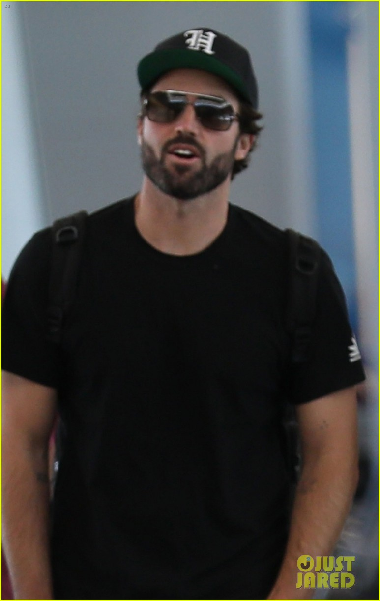 brody jenner jets to las vegaqs after date with new girlfriend 01