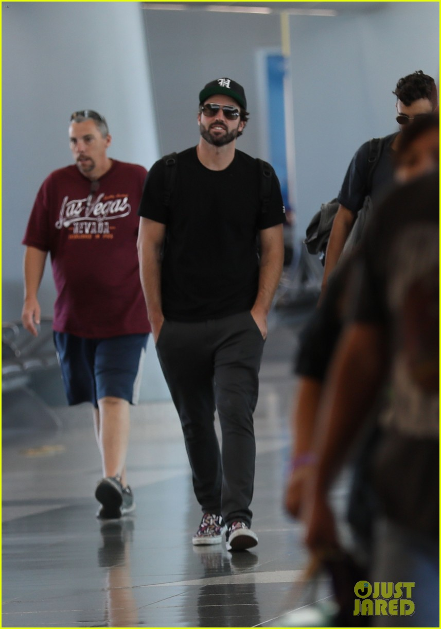 brody jenner jets to las vegaqs after date with new girlfriend 02