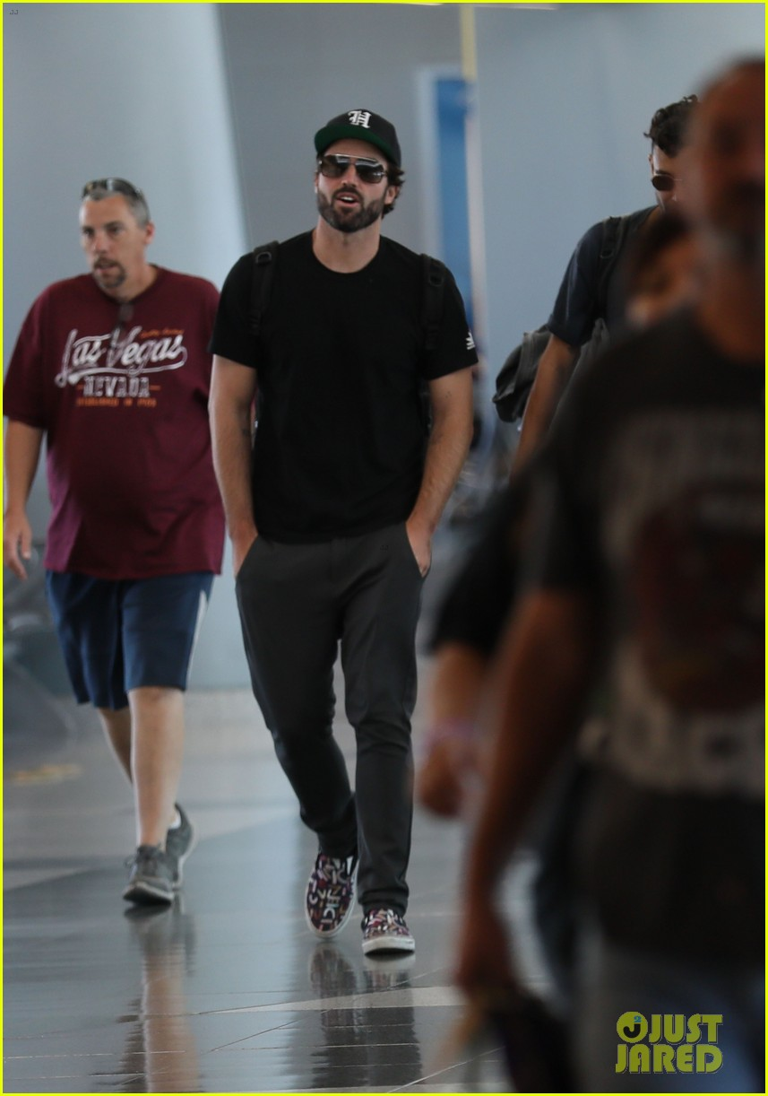brody jenner jets to las vegaqs after date with new girlfriend 03