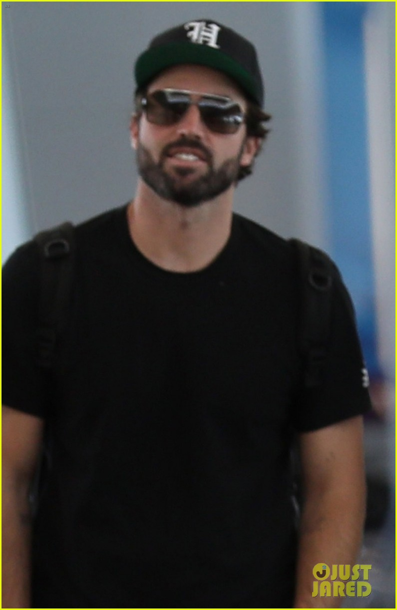 brody jenner jets to las vegaqs after date with new girlfriend 04