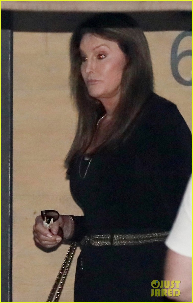 kendall jenner grabs dinner with caitlyn jenner in malibu 02