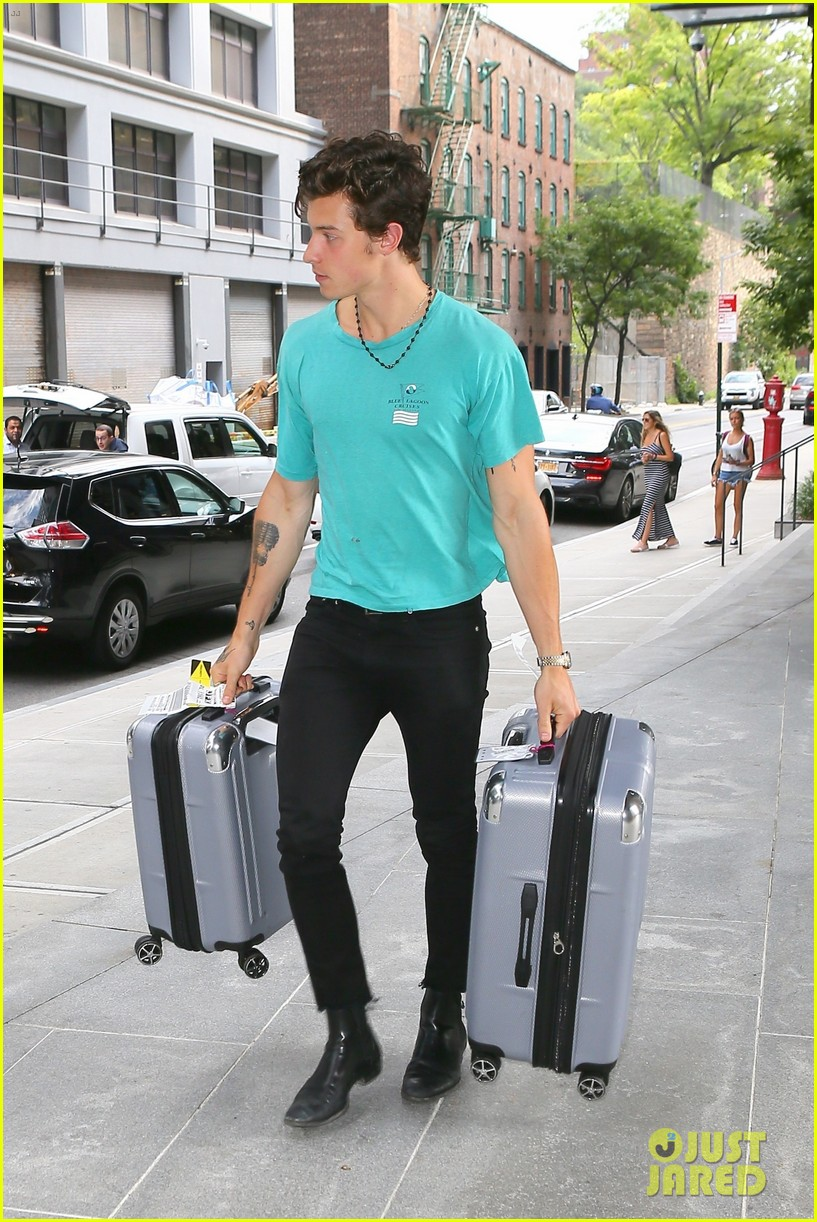 camila cabello luggage help shawn mendes nyc 03