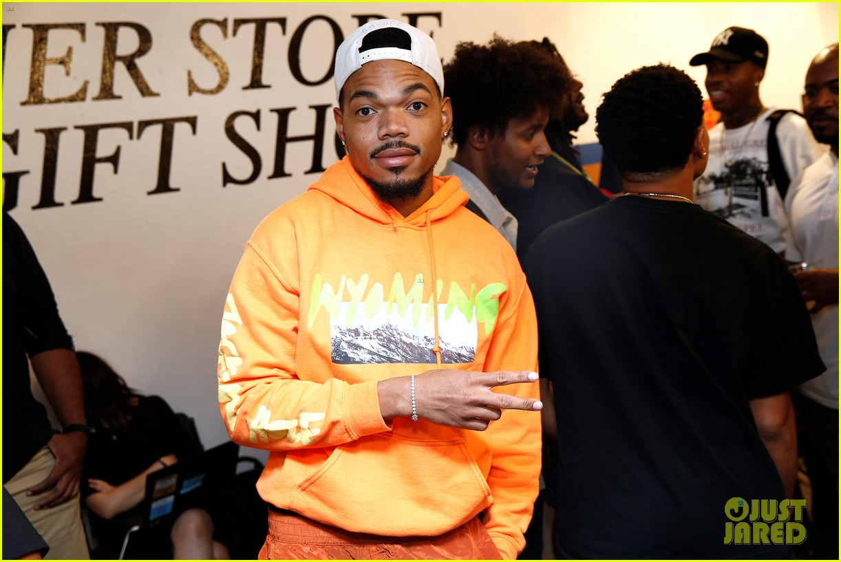 chance the rapper supports joe freshgoods at snapple pop up shop 024338959