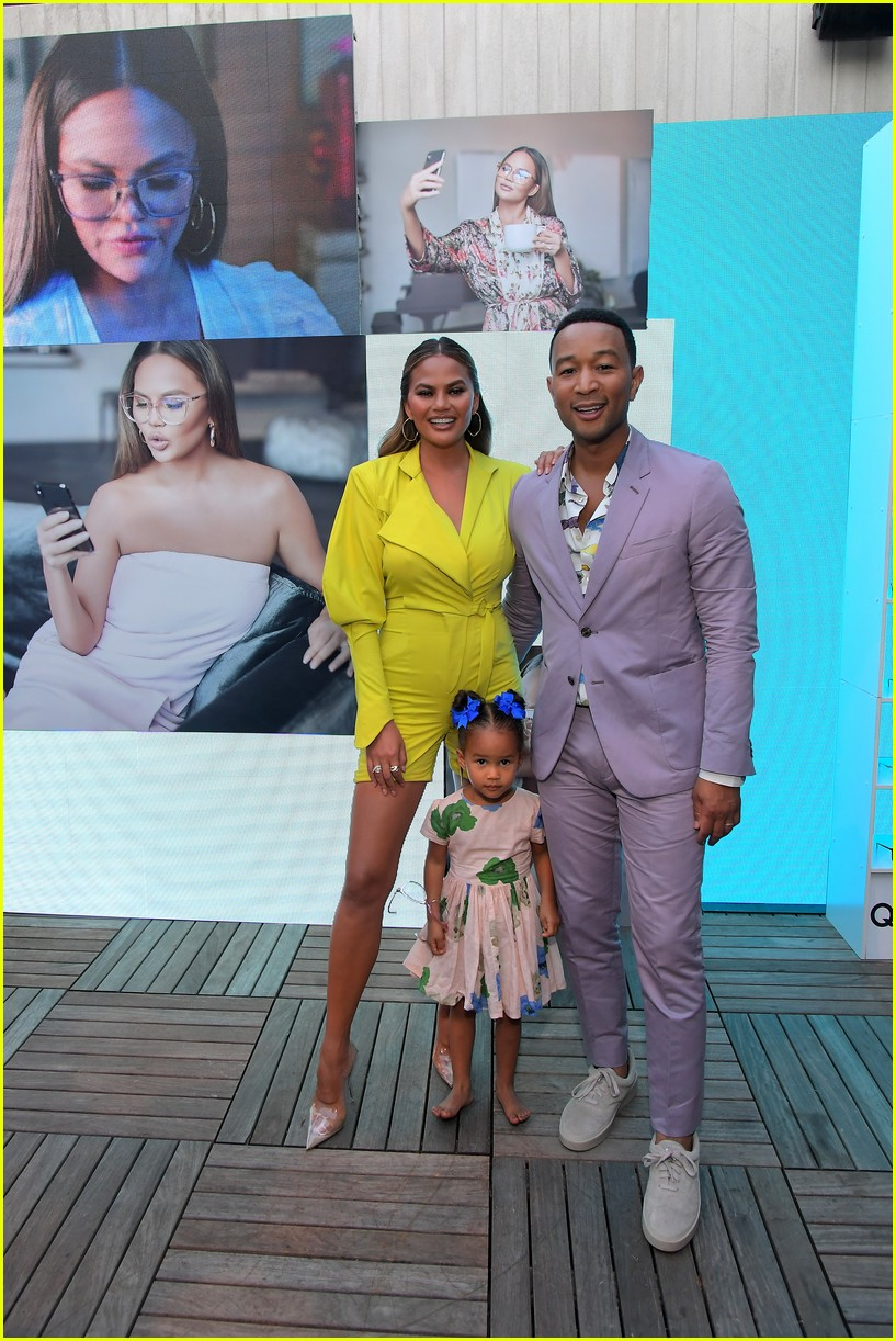 chrissy teigen celebrates new quay collection 014336813