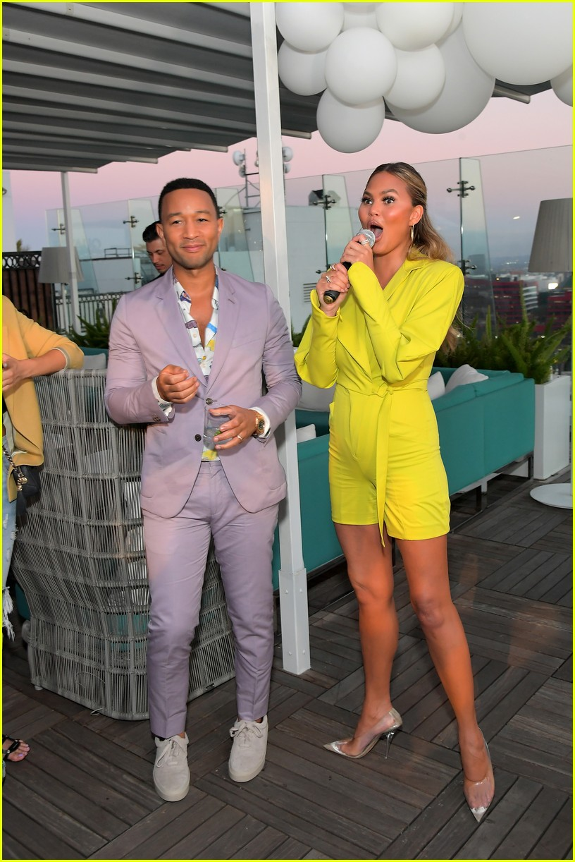 chrissy teigen celebrates new quay collection 044336816