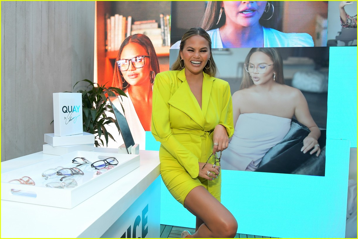 chrissy teigen celebrates new quay collection 084336820