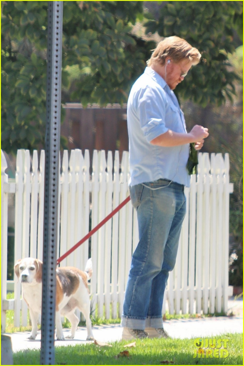 kirsten dunst and fiance jesse plemons take their dog for a walk 034341951