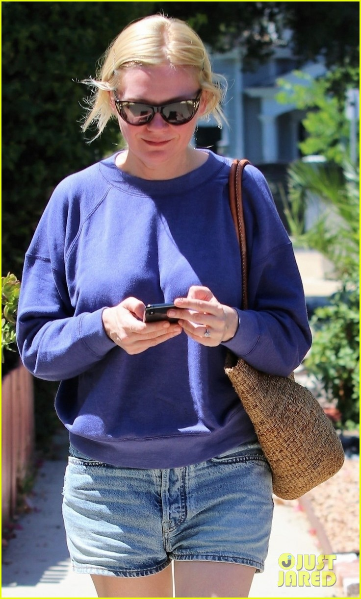 kirsten dunst and fiance jesse plemons take their dog for a walk 044341952