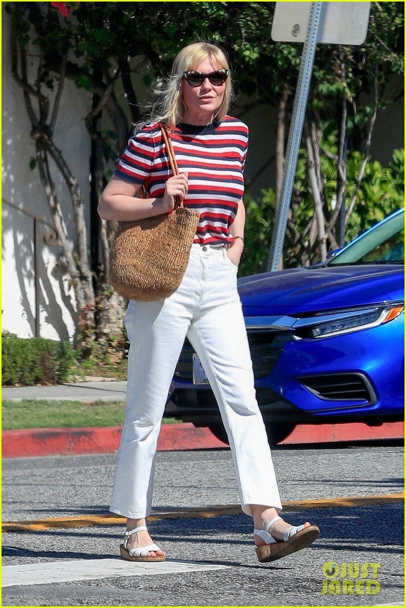 kirsten dunst and fiance jesse plemons take their dog for a walk 054341953