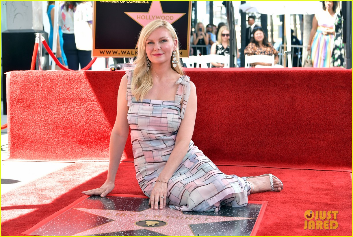 kirsten dunst gets support from fiance jesse plemons son ennis at walk of fame honor 154342192