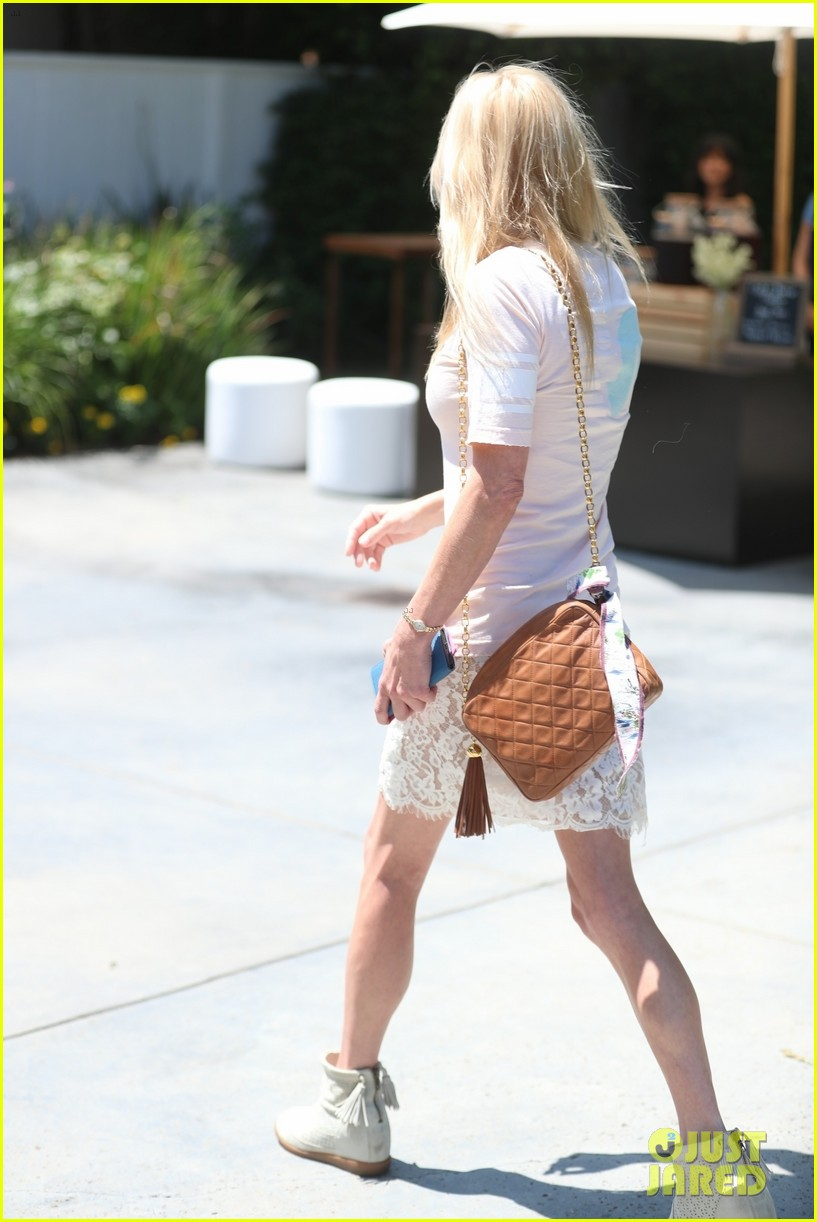 Mom's Anna Faris & Allison Janney Indulge at Hollywood's