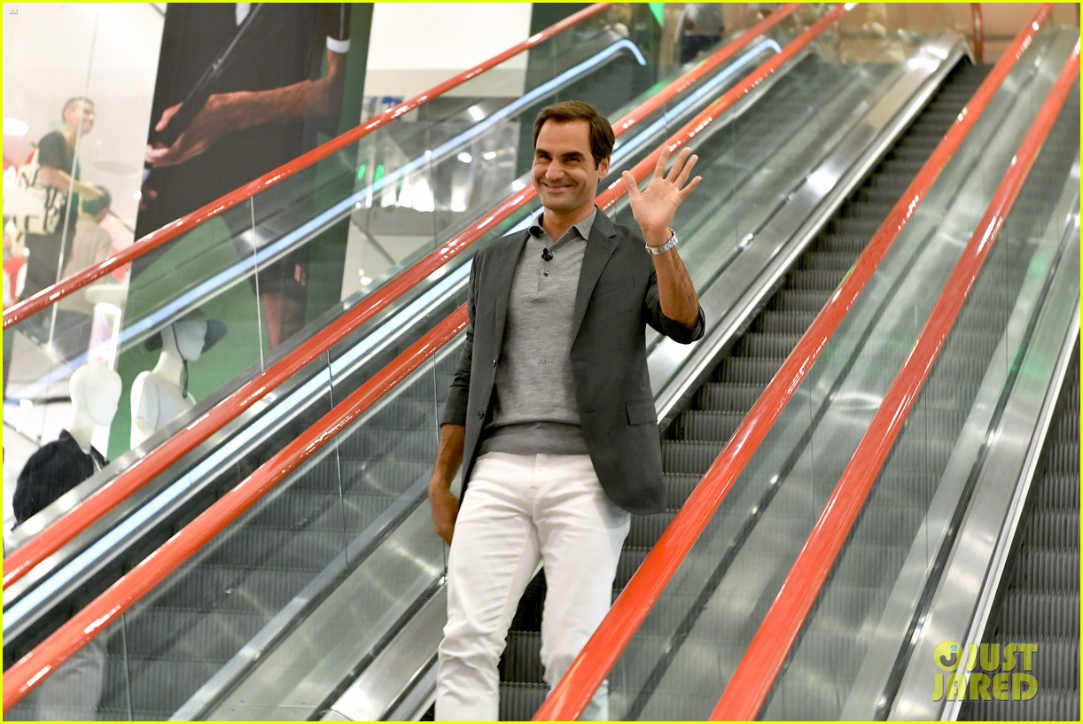roger federer launches new uniqlo lifewear collection 024337927
