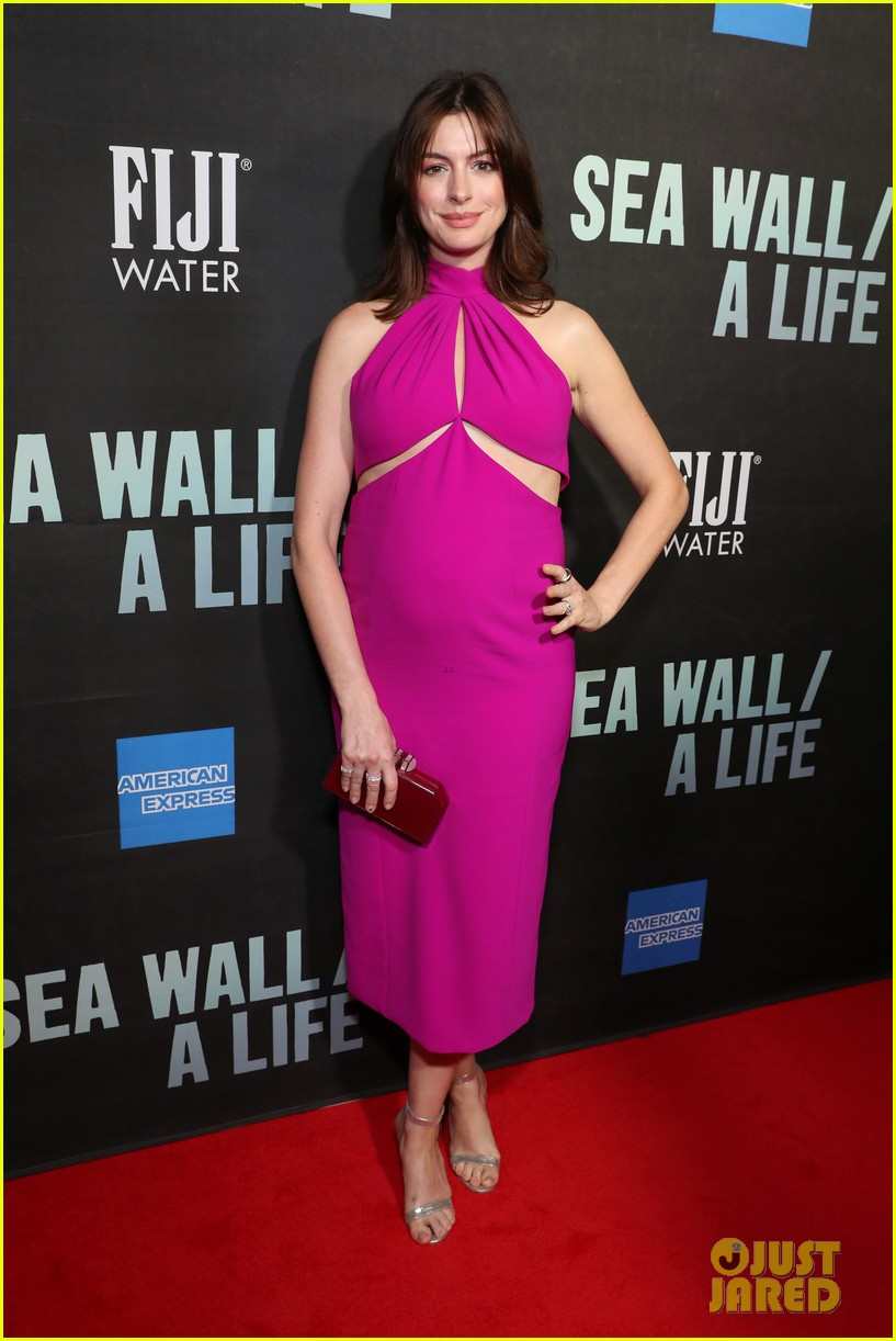 Pregnant Anne Hathaway Debuts Baby Bump At Broadway