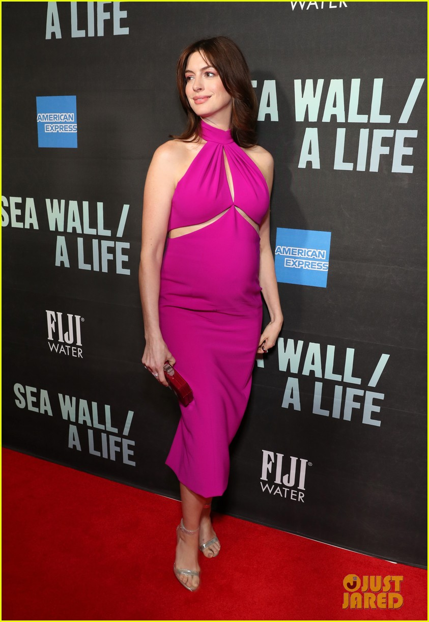 pregnant anne hathaway sea wall a life 034332840