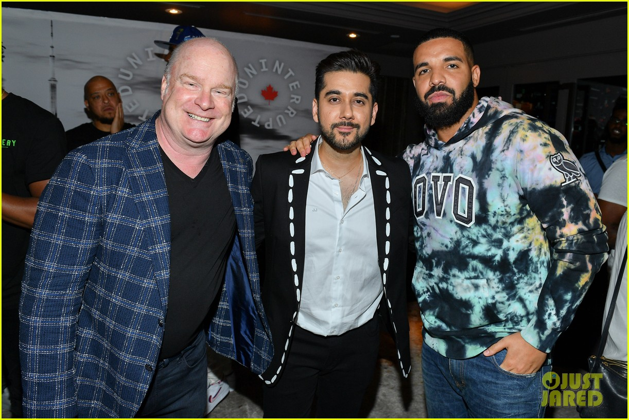 drake supports lebron james at uninterrupted canada launch 054330977