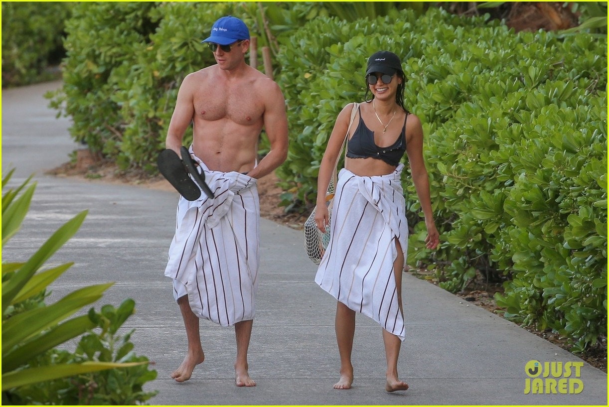 jamie chung bryan greenberg hawaii august 2019 034337140