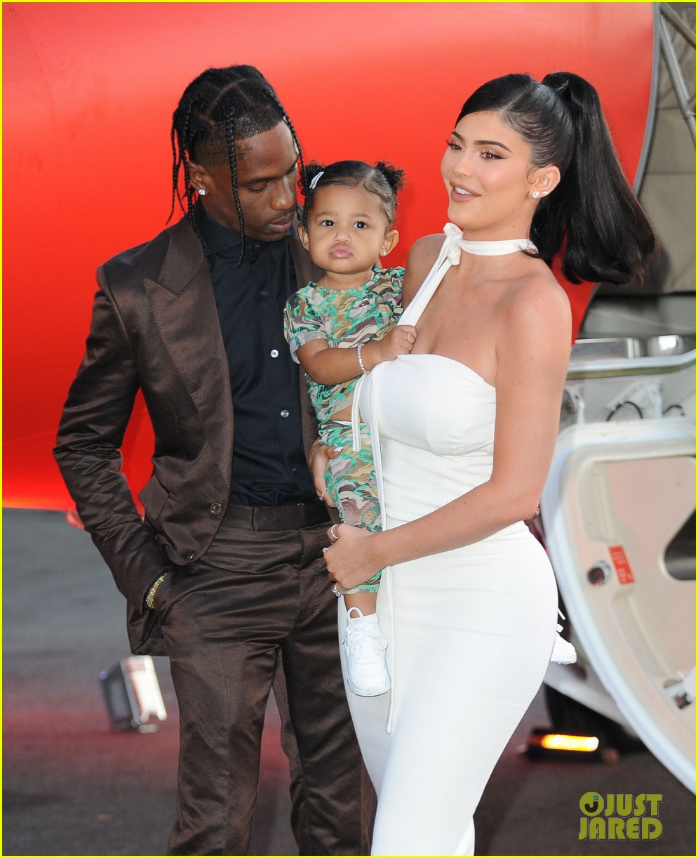 kylie jenner daughter stormi travis scott look mom i can fly premiere 044341546