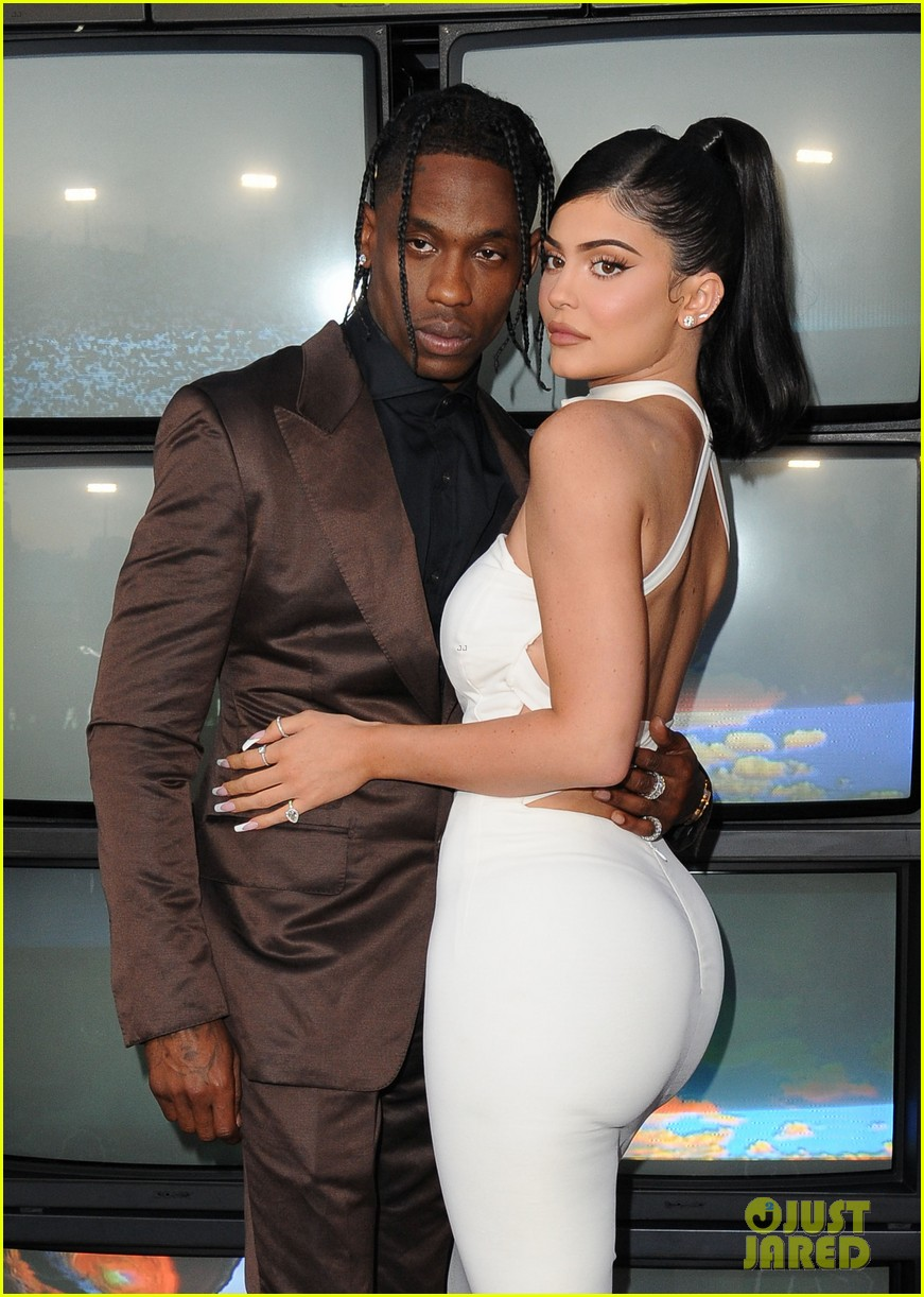 kylie jenner daughter stormi travis scott look mom i can fly premiere 074341549
