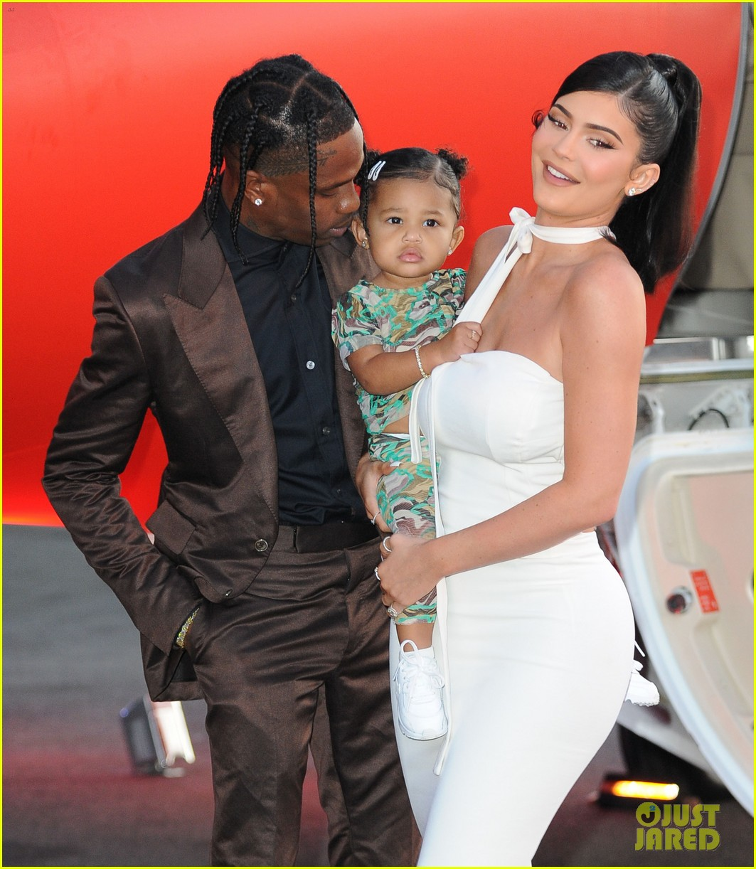 kylie jenner daughter stormi travis scott look mom i can fly premiere 104341552