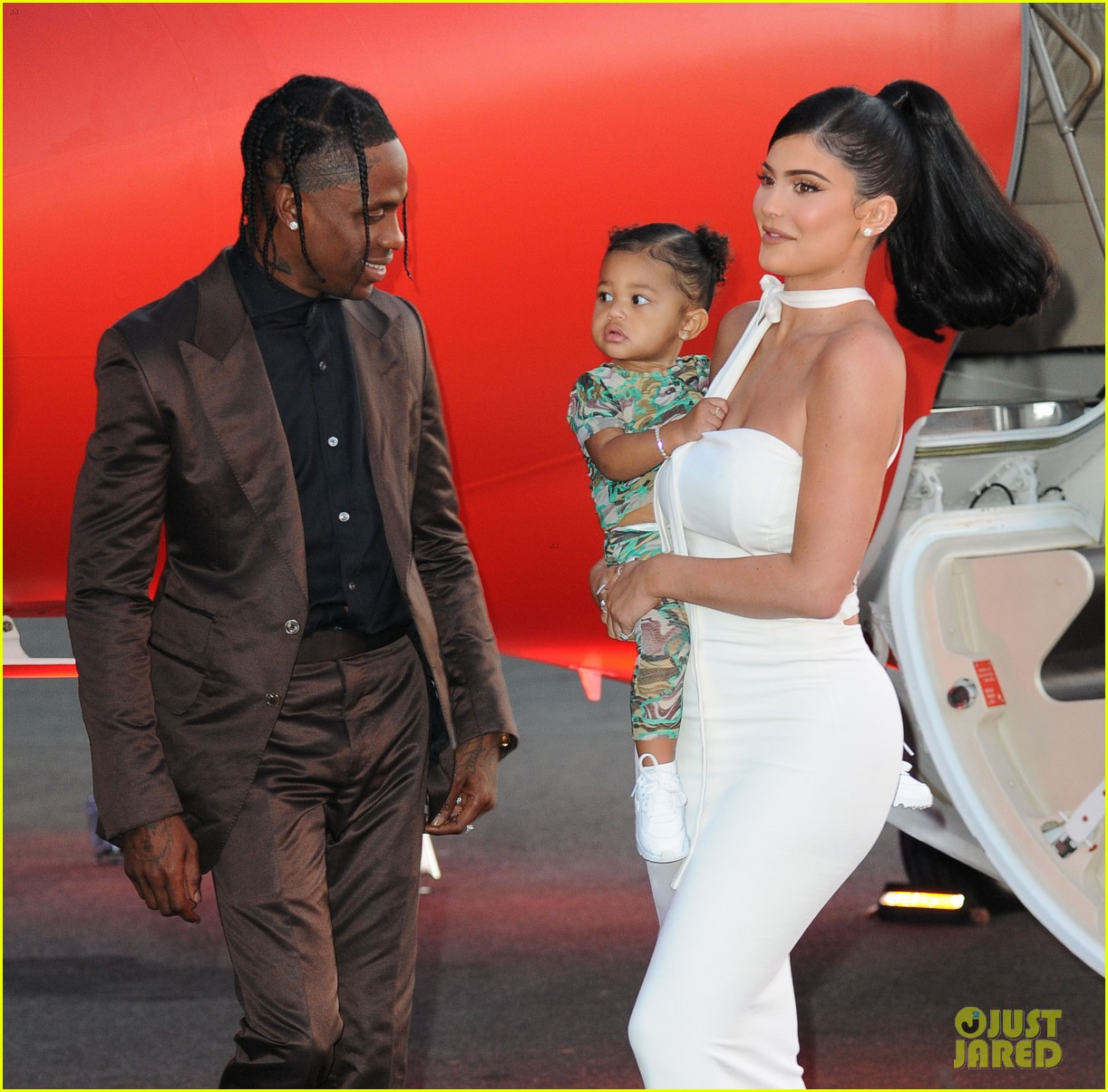 kylie jenner daughter stormi travis scott look mom i can fly premiere 114341553