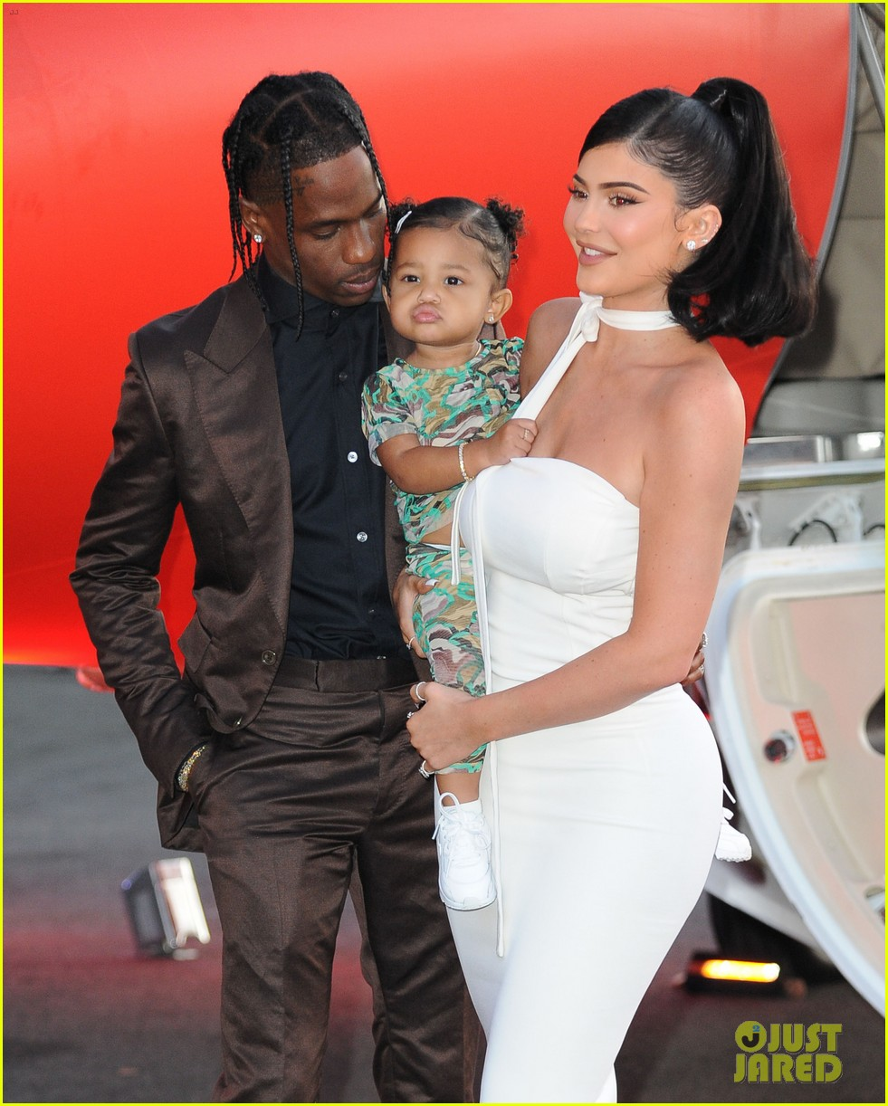 kylie jenner daughter stormi travis scott look mom i can fly premiere 134341555