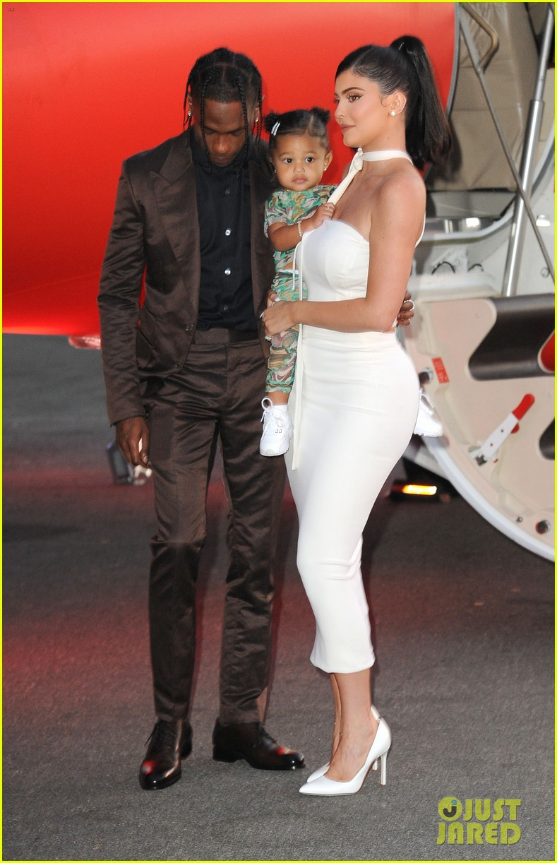 kylie jenner daughter stormi travis scott look mom i can fly premiere 144341556