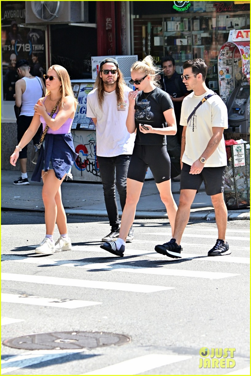 sophie turner joe jonas lunch after workout nick jonas 01