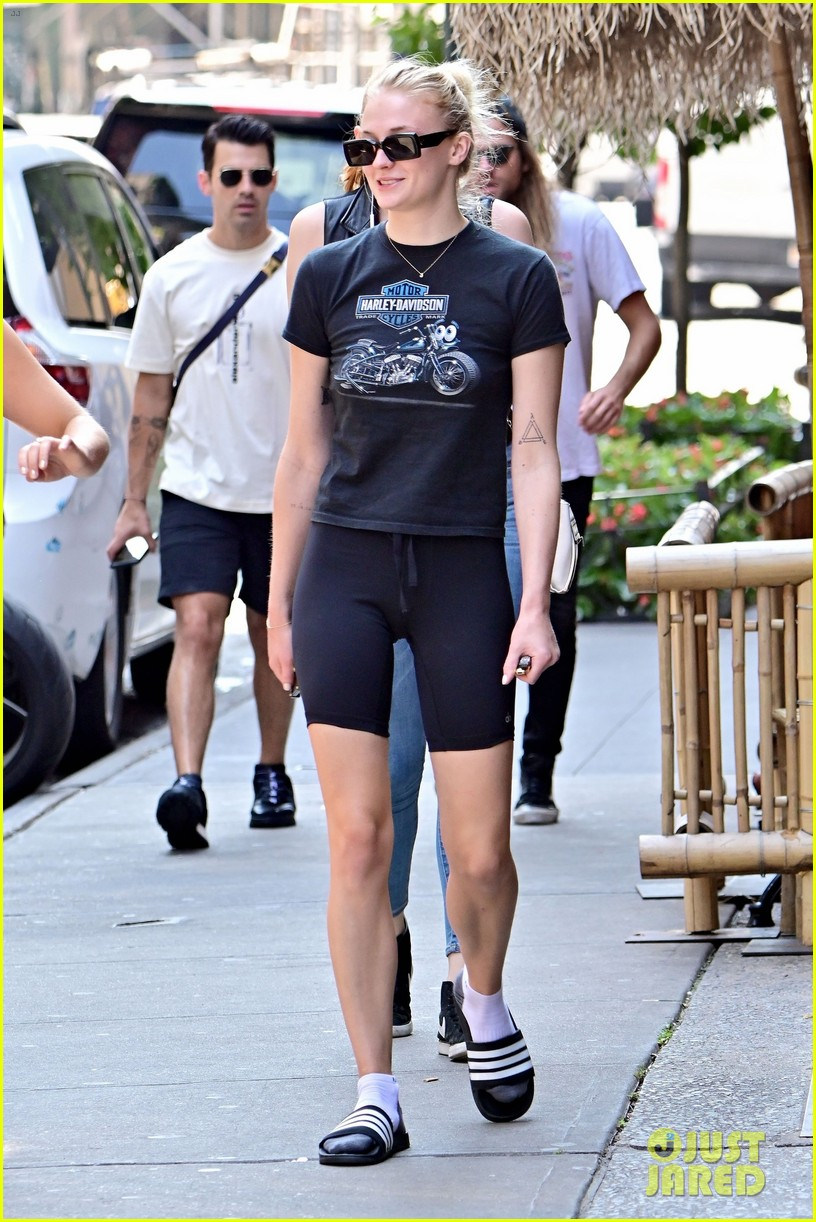 sophie turner joe jonas lunch after workout nick jonas 07
