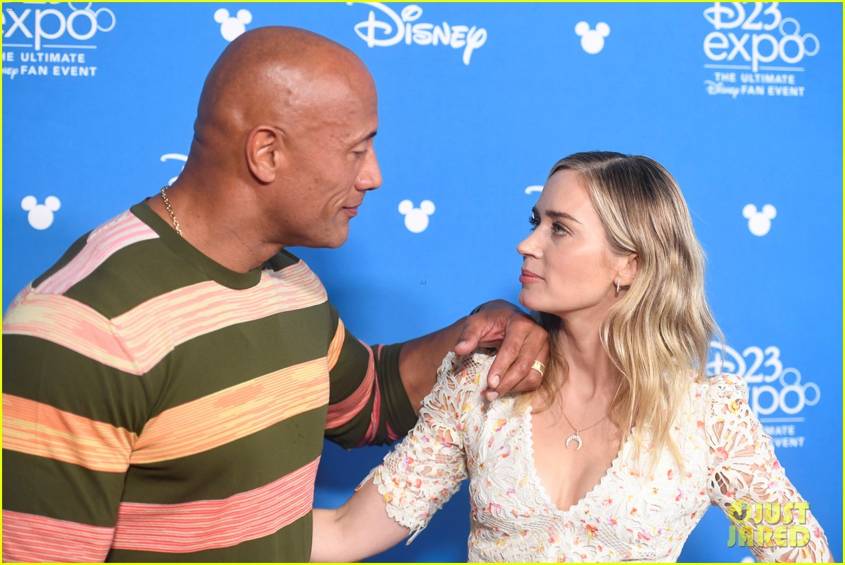 dwayne johnson emily blunt d23 jungle cruise 044339467