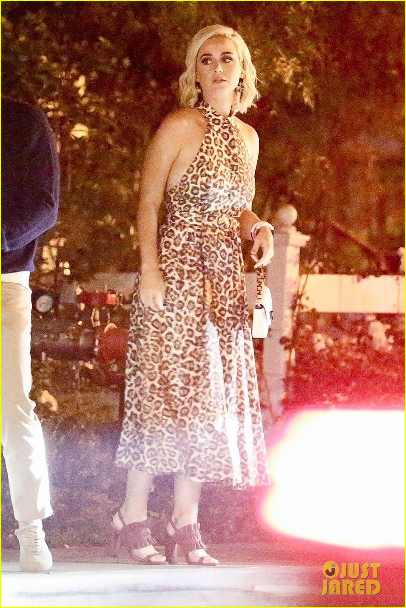 katy perry orlando bloom couple up carnival row party 02