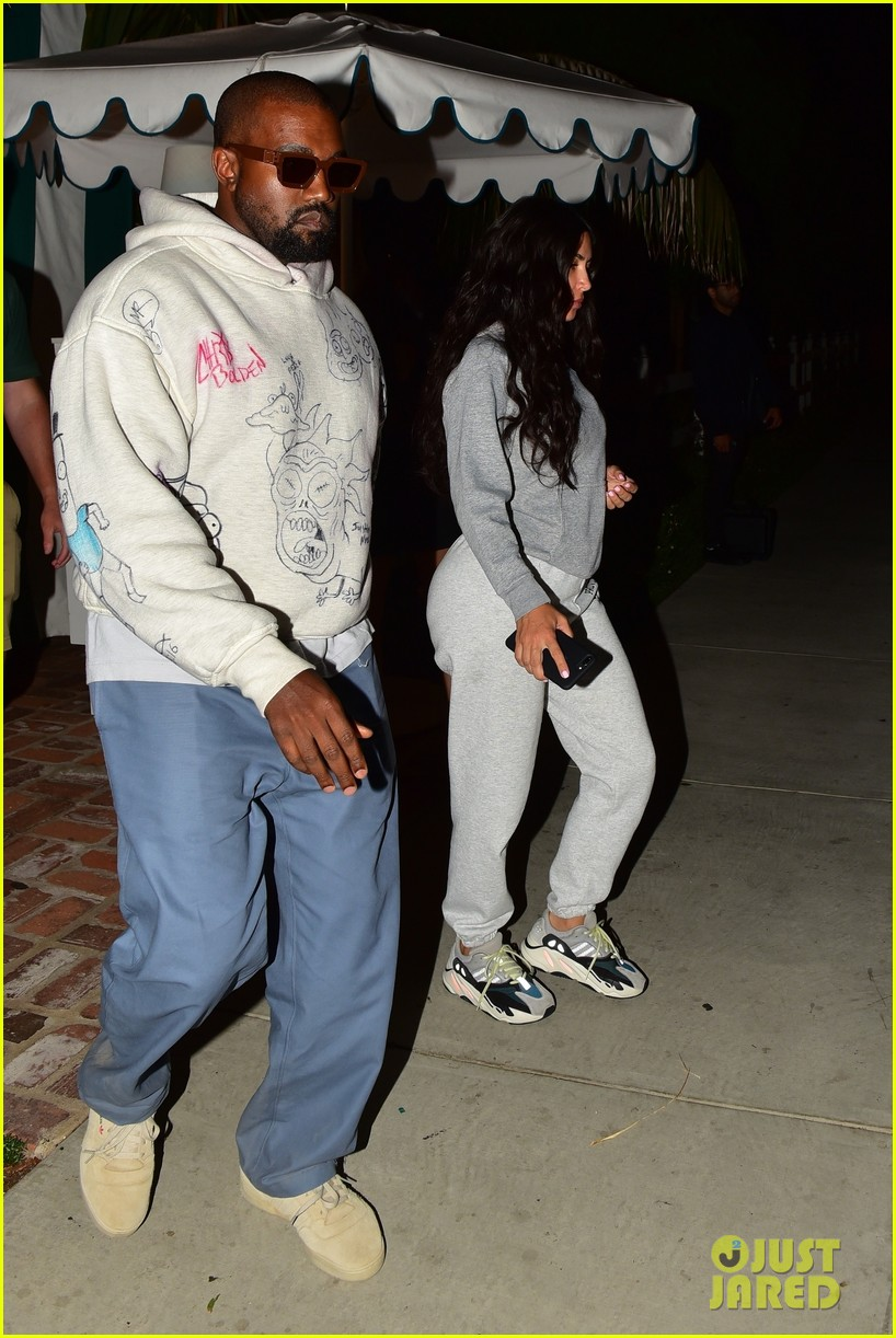 kim kardashian goes makeup free dinner kanye west 024337532