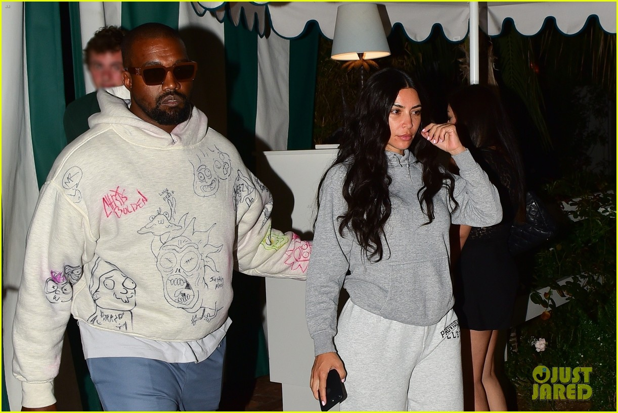 kim kardashian goes makeup free dinner kanye west 034337533